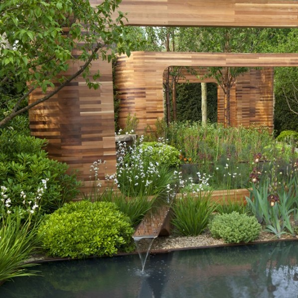Joe Swift creates high quality, contemporary outdoor space tailored to individual needs and budget. This 2010 winner for Best Show showcases a visually pleasing variety of plants and materials providing a plethora of color and texture in a sophisticated environment.