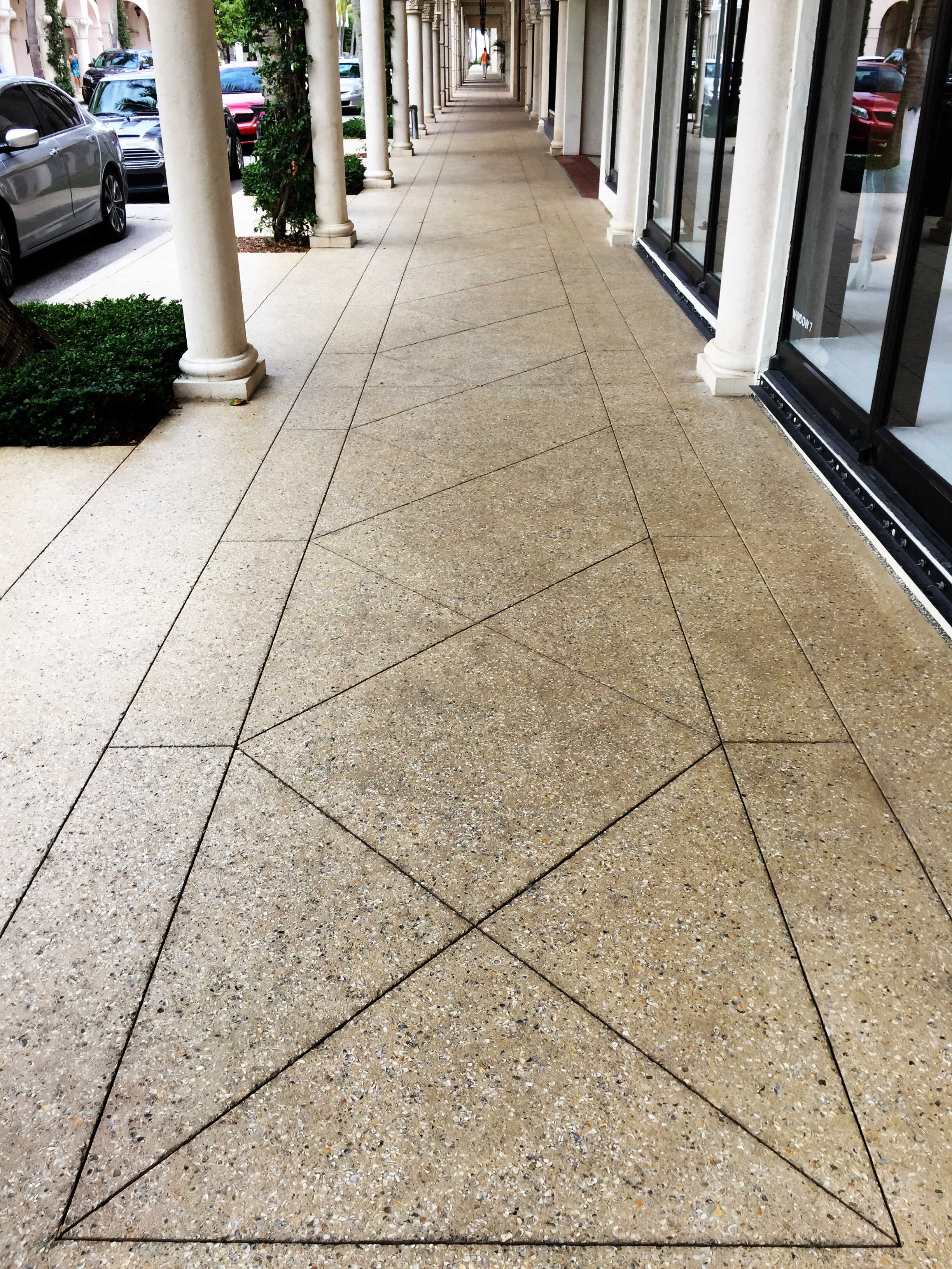 Limestone Walkway - Worth Ave - High-end shopping - Palm beach