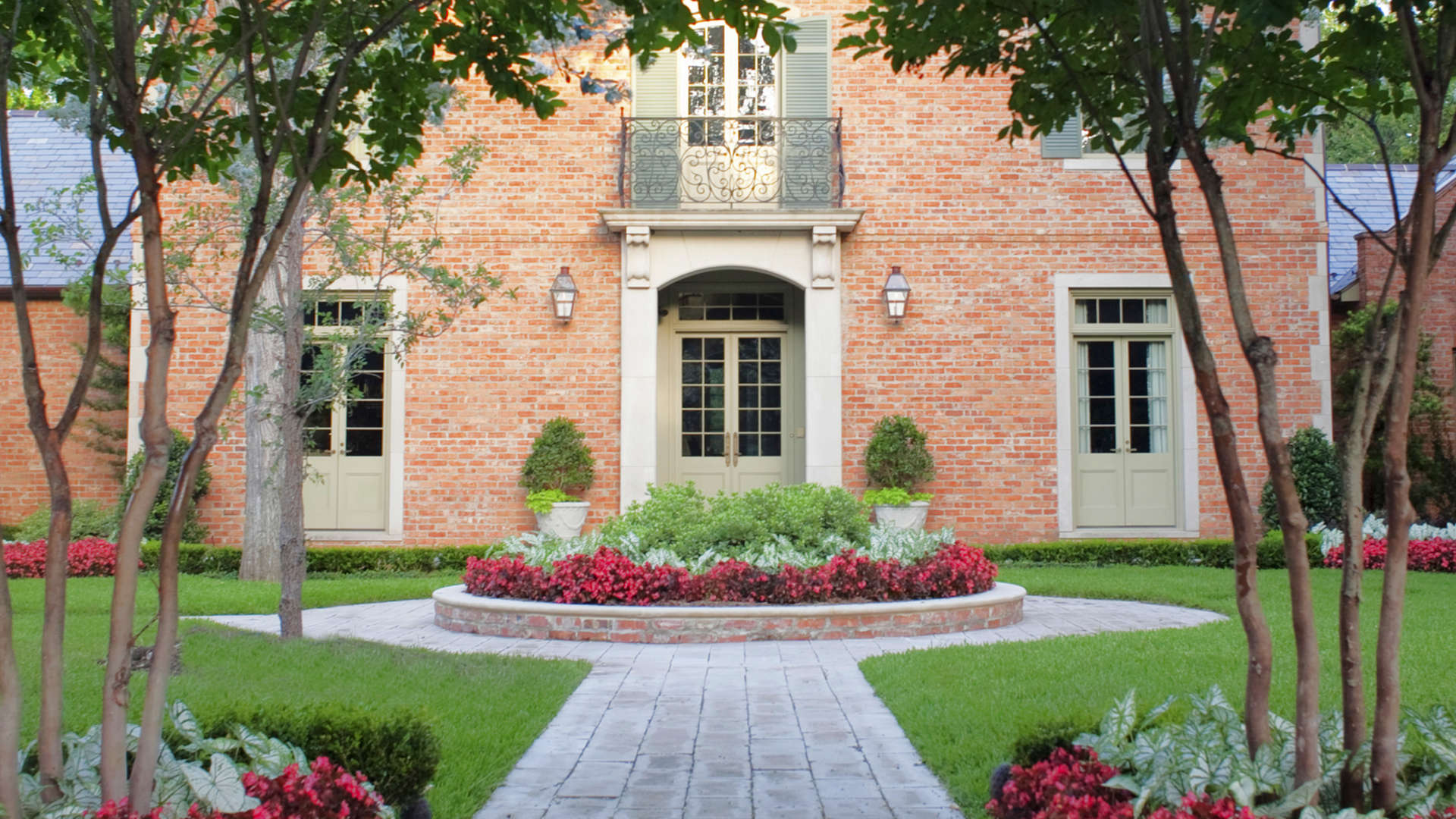Southern Style Landscape Design - Dallas, Texas