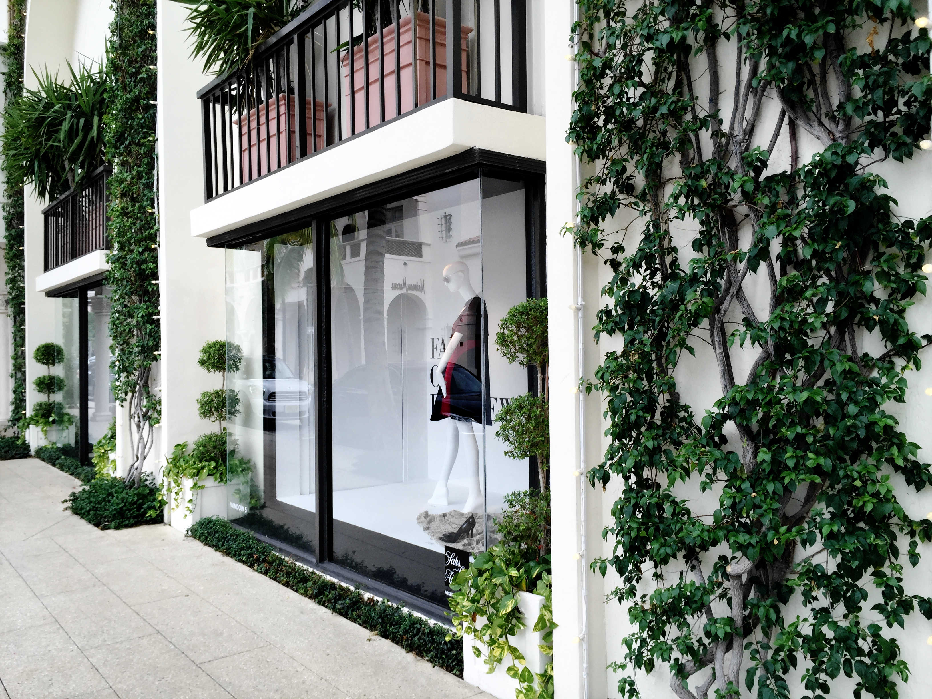 Square white planters with topiary boxwood - Worth Ave, Palm Beach, FL - High End Retail - Landscape Design